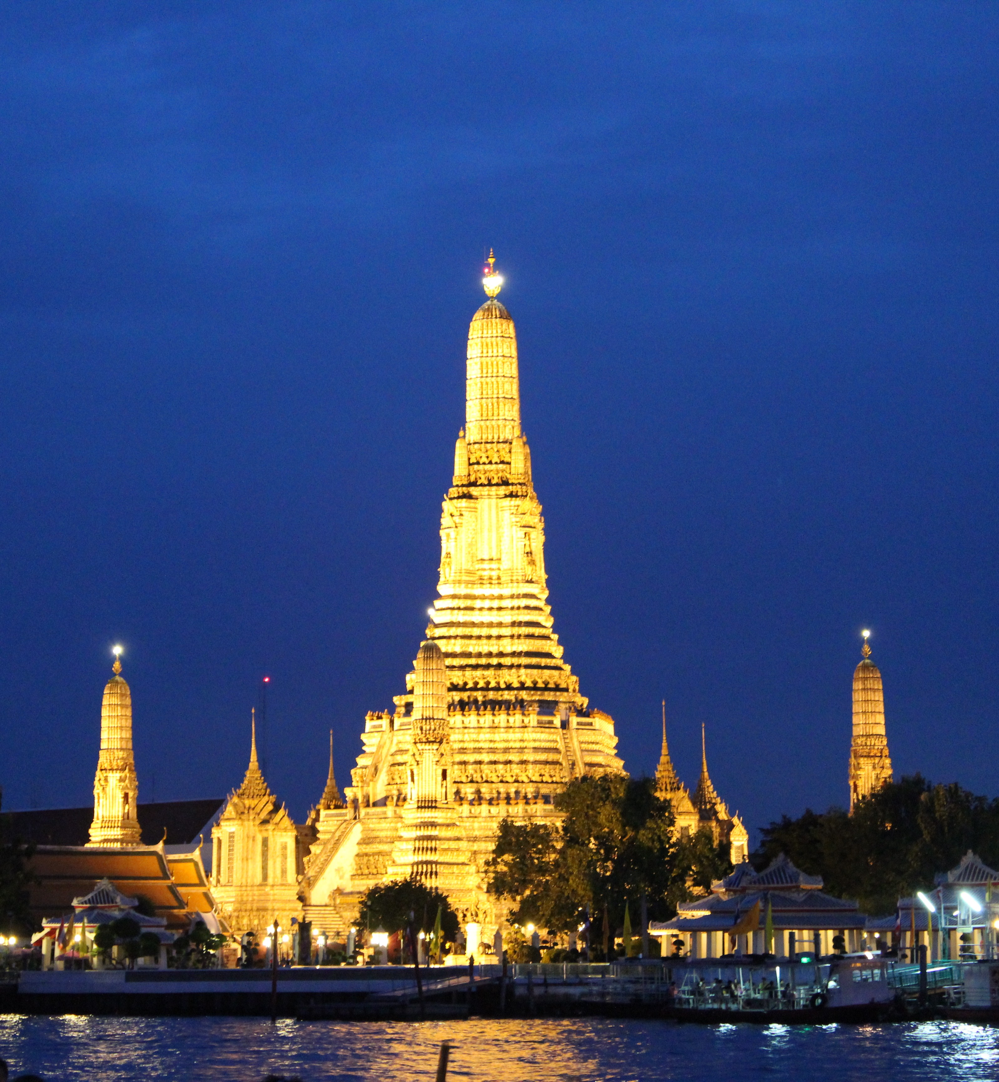 the charming capital of thailand dosaikal. Black Bedroom Furniture Sets. Home Design Ideas